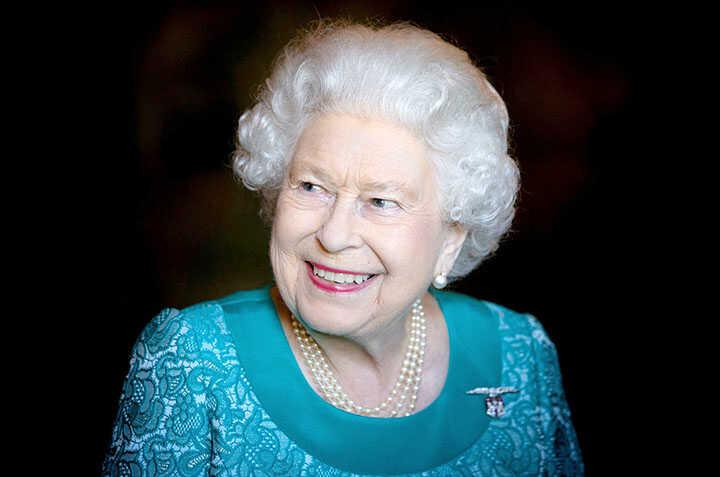 Bí mật đằng sau chiếc trâm cài áo của Nữ hoàng Elizabeth