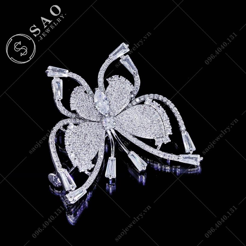 Cài áo bướm đính đá sang trọng SAO - C10