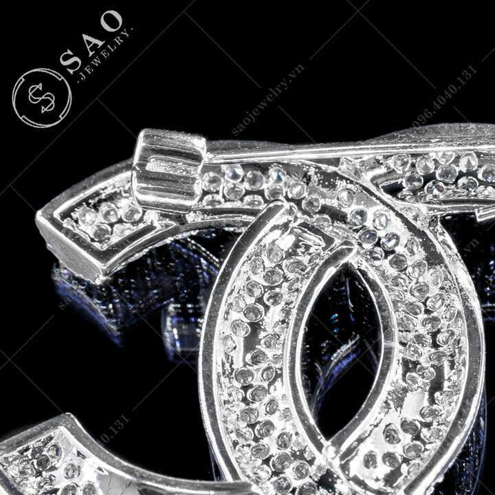 Cài áo Chanel đính đá sang trọng SAO - C484