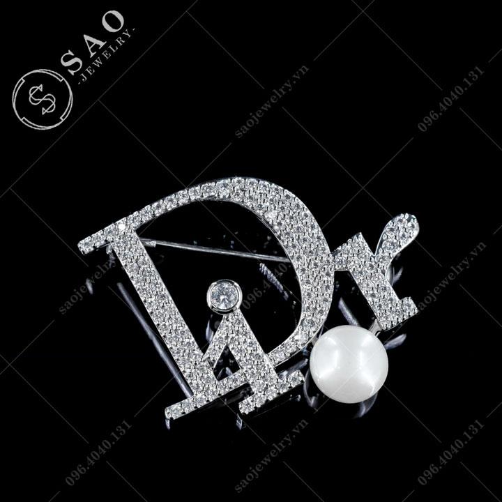 Cài áo Dior đính ngọc trai hàn quốc SAO - C591