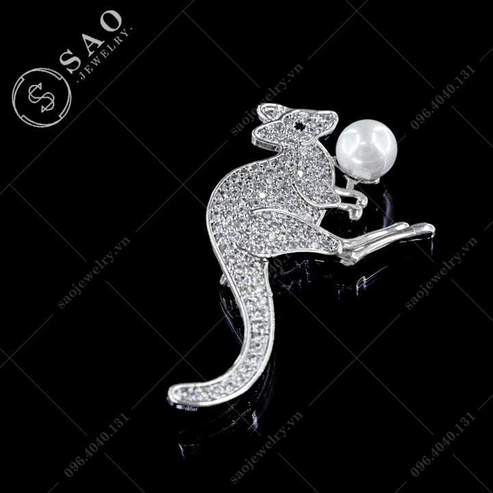 Cài áo Kangaroo đính ngọc dễ thương SAO - C270