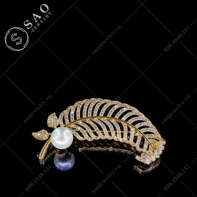 Cài áo lông vũ đính ngọc trai hàn quốc SAO - C304