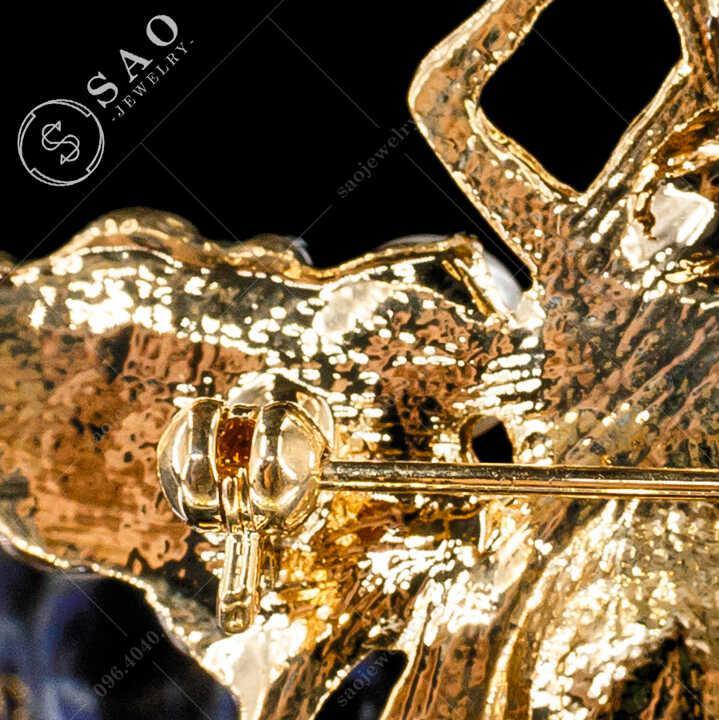 Cài áo ve Gucci đính ngọc trai SAO - C490