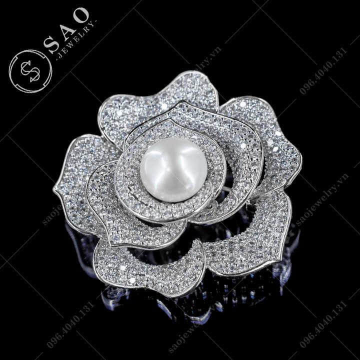 Hoa cài áo cánh hồng đính ngọc trai nước ngọt SAO - C669