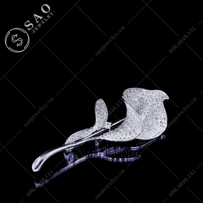 Hoa cài áo loa kèn cao cấp SAO - C86