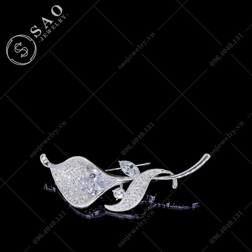 Hoa cài áo loa kèn nhụy pha lê  SAO - C118