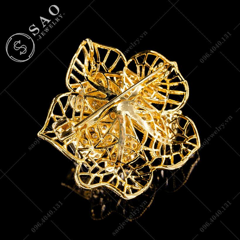 Hoa cài áo mai vàng sang trọng SAO - C317